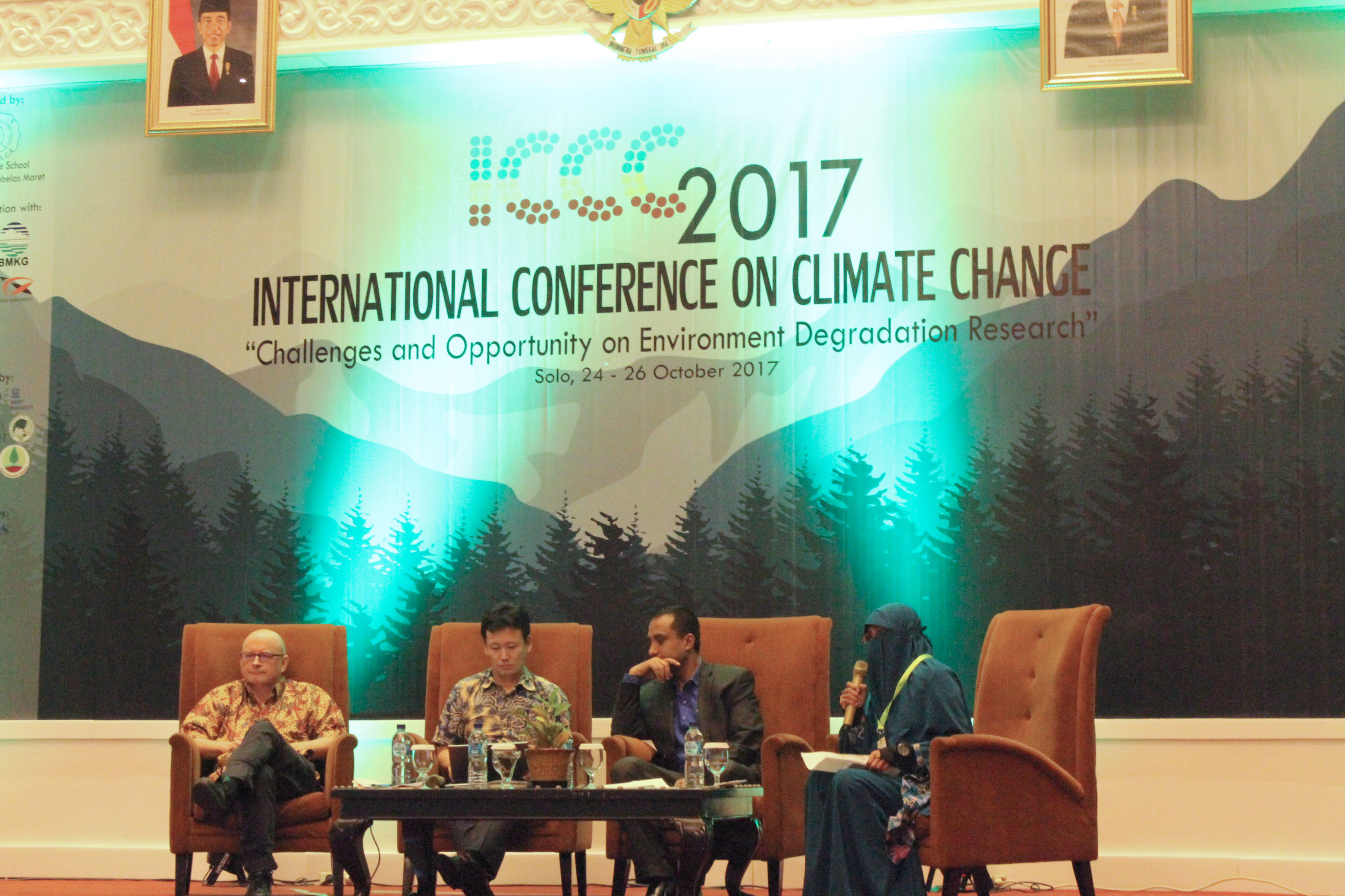 Main speaker session 2 (Dr. Anthony Kent; Assoc. Prof. Dr. Takeo Onishi; Dr. Avishek Datta; and moderator: Komariah, PhD.)