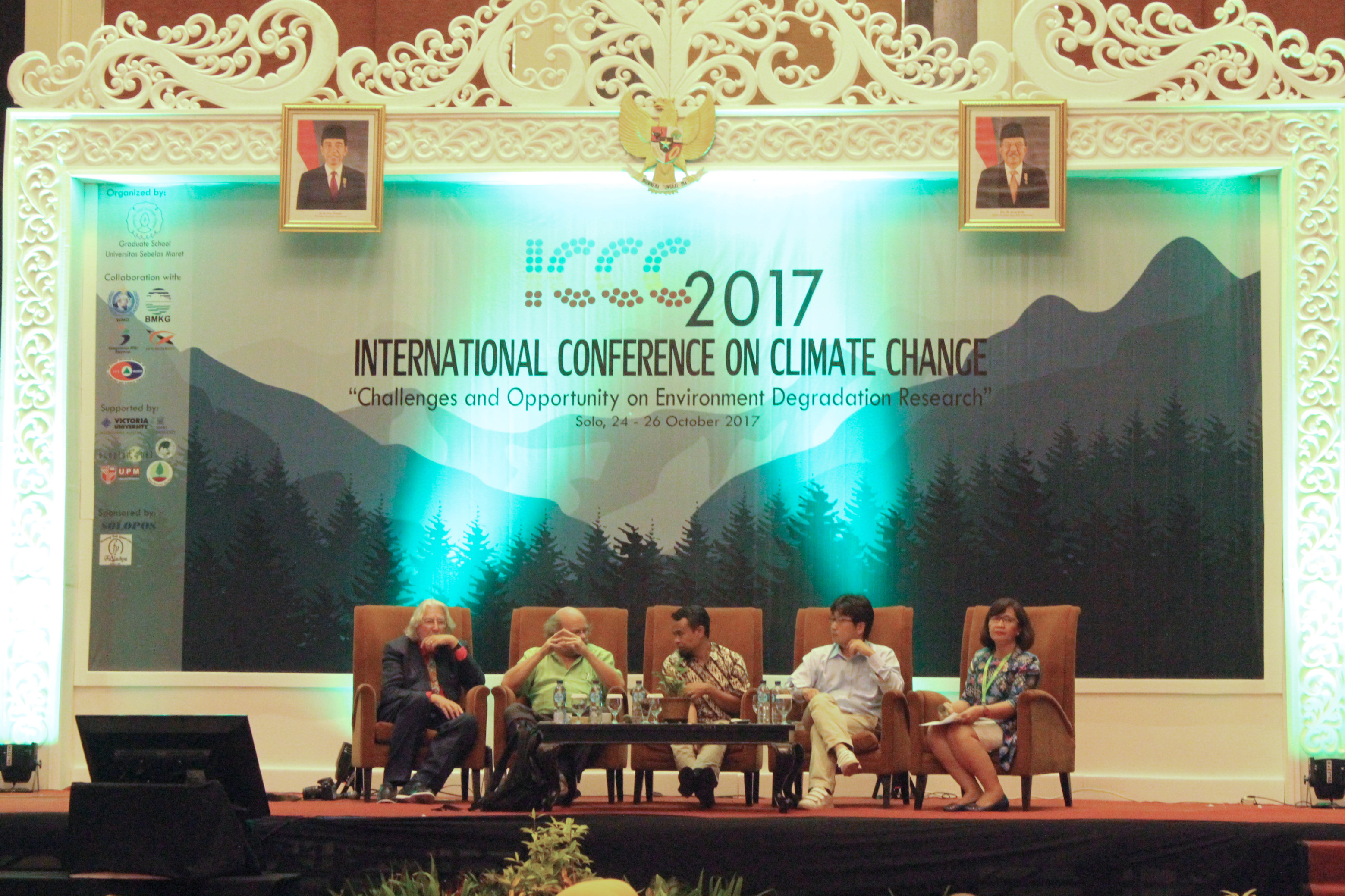 Main Speaker session 3 (Dr. James Macgregor; Prof. Dr. Patrick Van Damme; Dr. Anwar Fitrianto; Assist. Prof. Dr. Keigo Noda; and moderator: Dr. Widyatmani Sih Dewi)