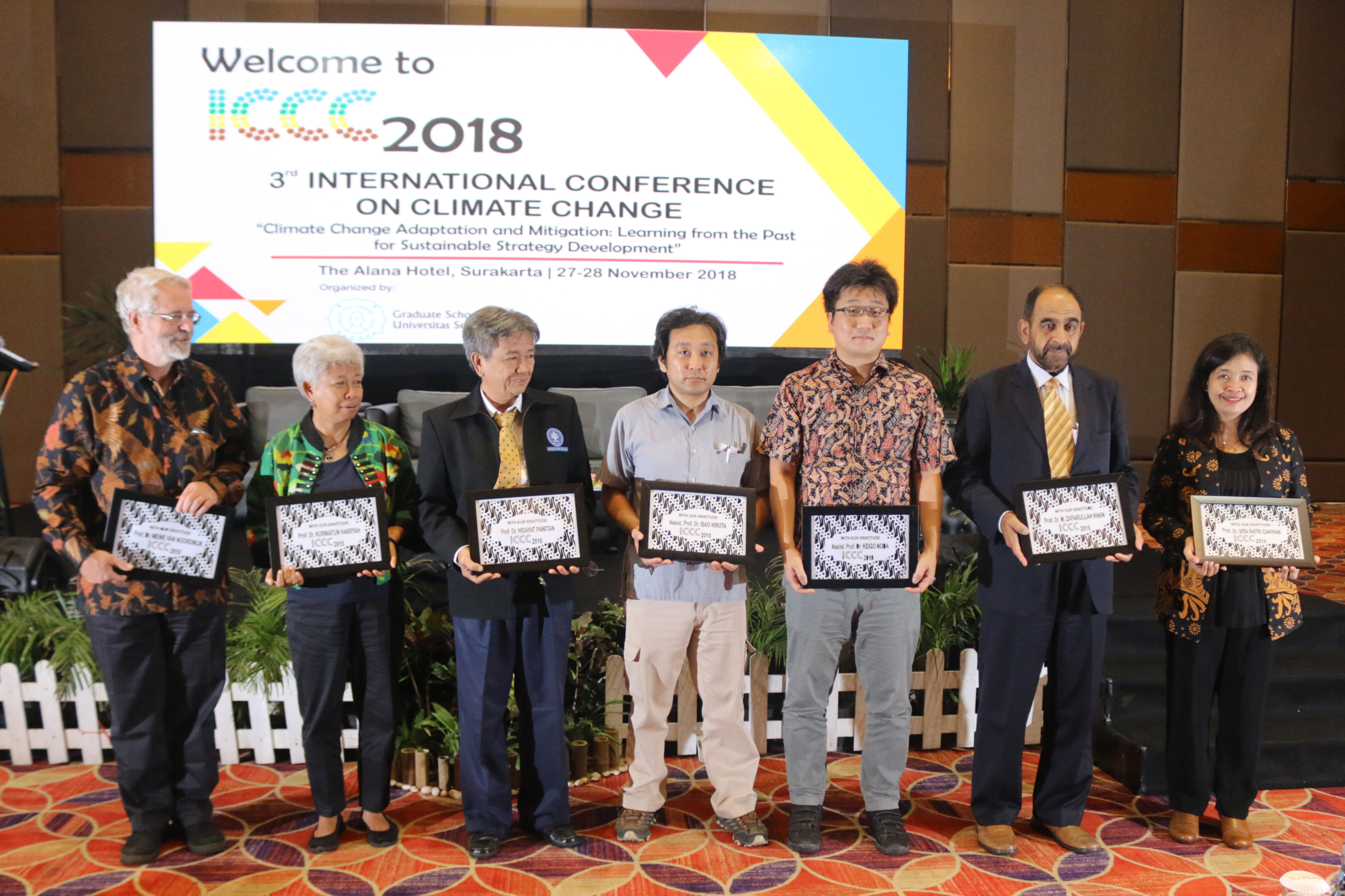 Giving Souvenir from Committee ICCC to Speakers
