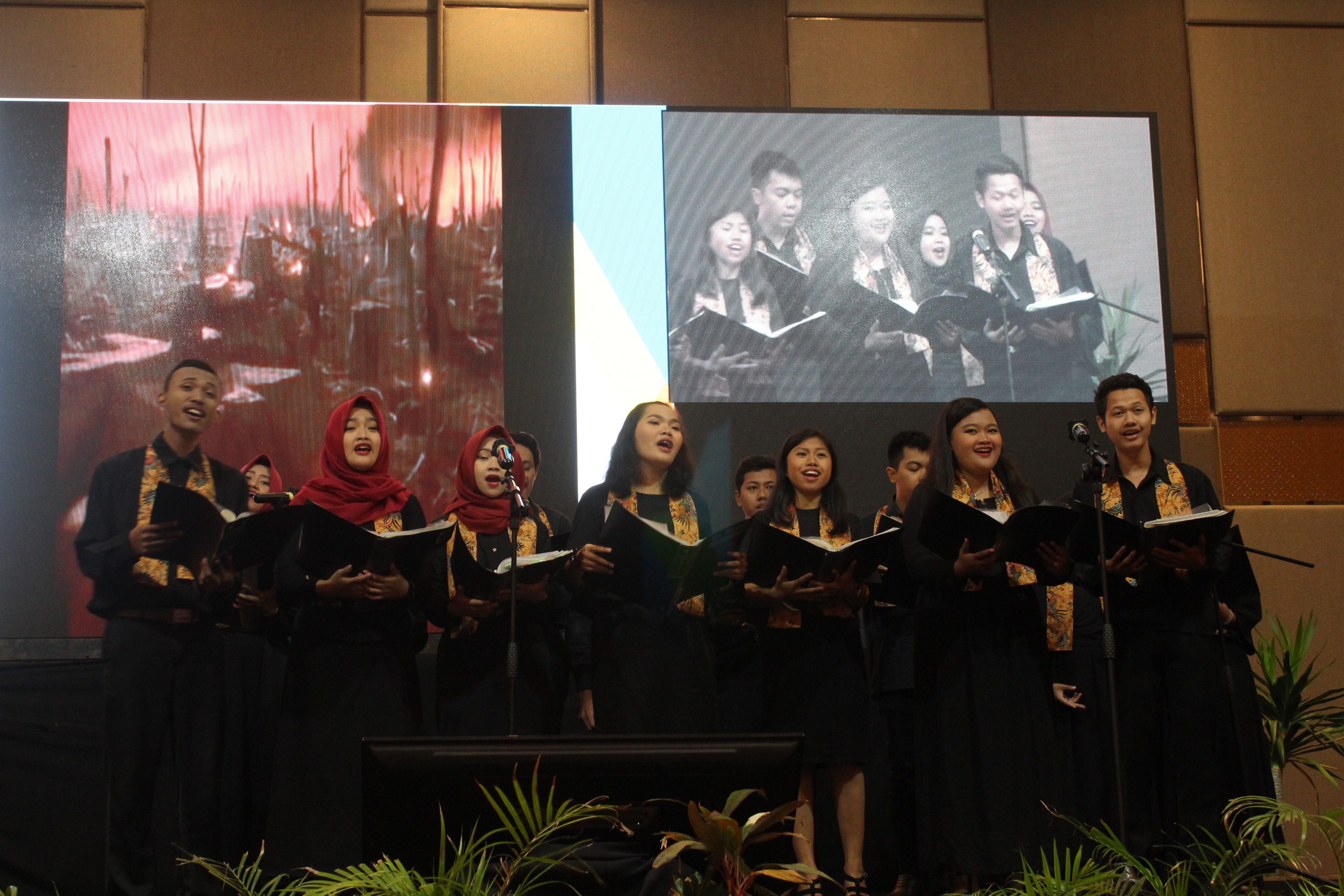 "Singing ""Heal the Word"" by Vox Magistra FKIP Universitas Sebelas Maret"