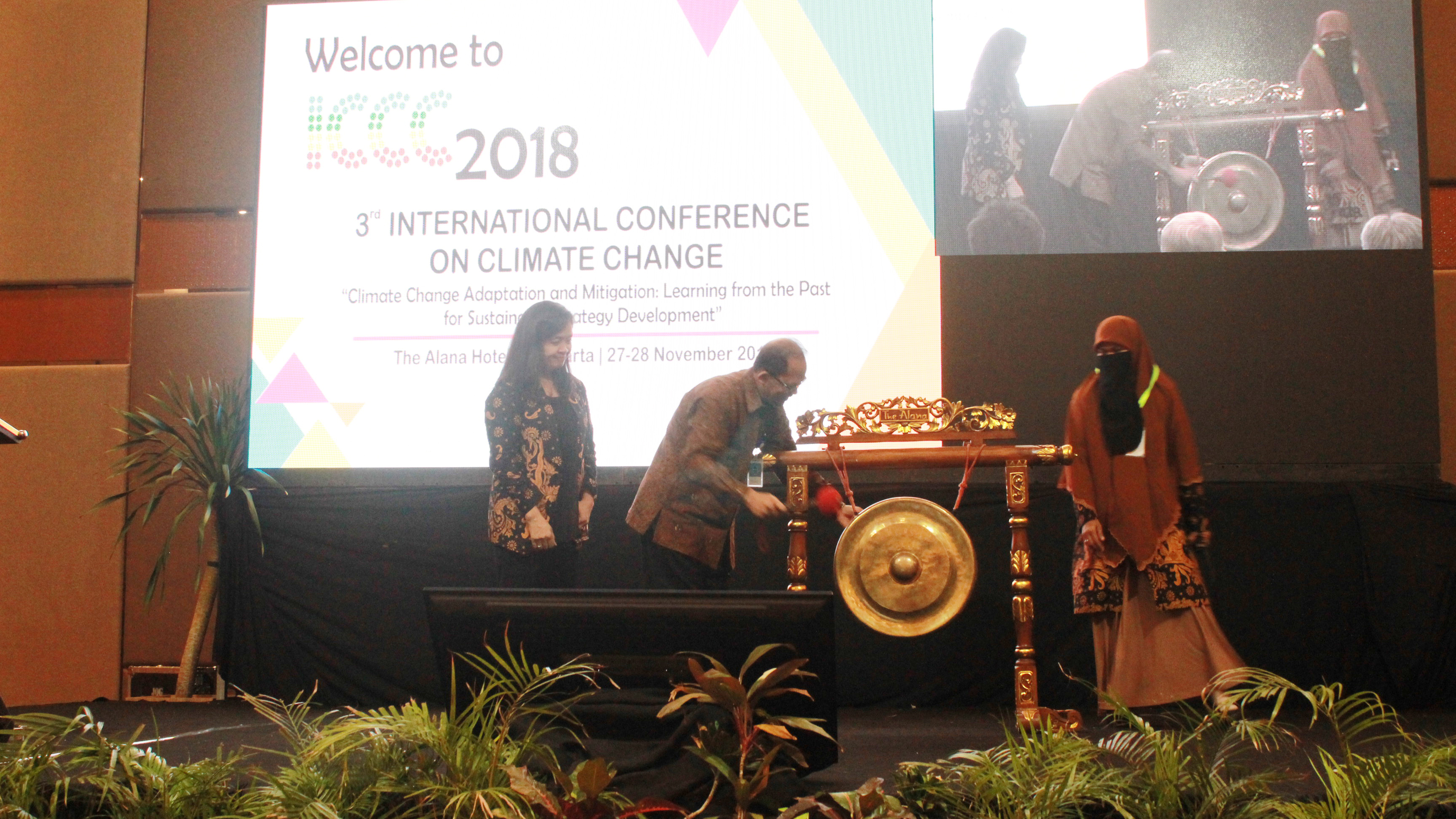 Beating the Gong by Vice Rector of UNS, indicates that ICCC 2018 has been officially opened.